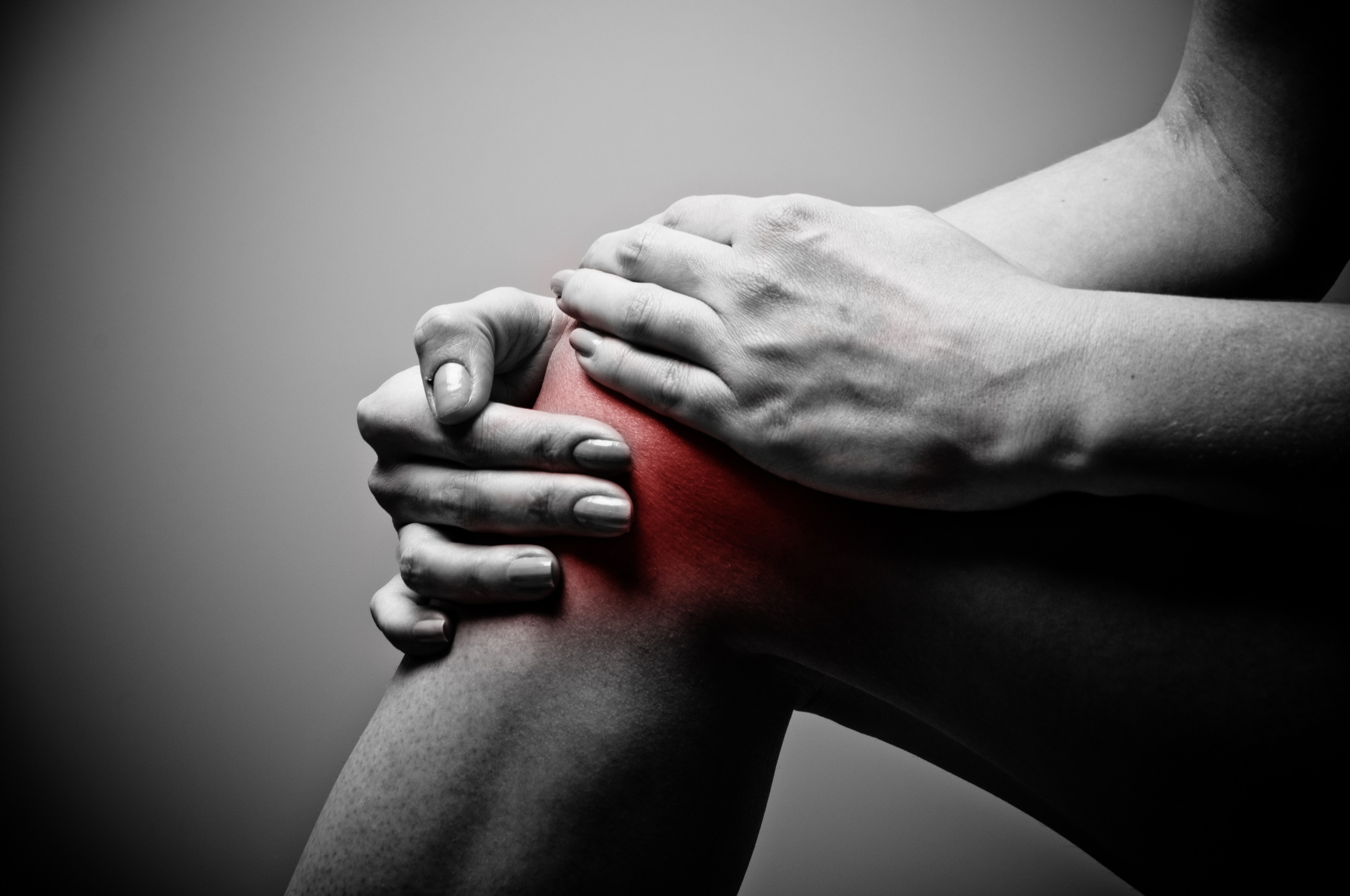 Knee pain affects millions of Americans each year. The key to lowering the risk is through strong hips and core.