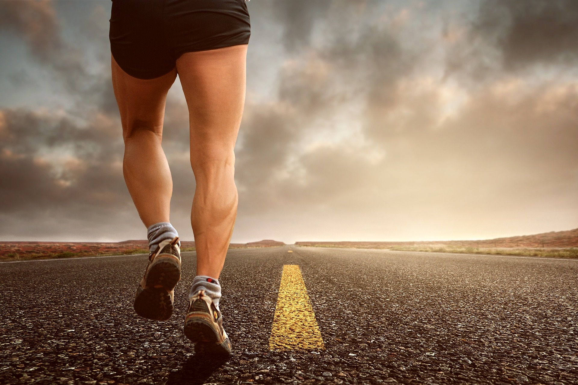 Some experts are starting to say that your running stride or form doesn't matter and to go with whatever feel natural. However, physical therapists see a different side to the story.