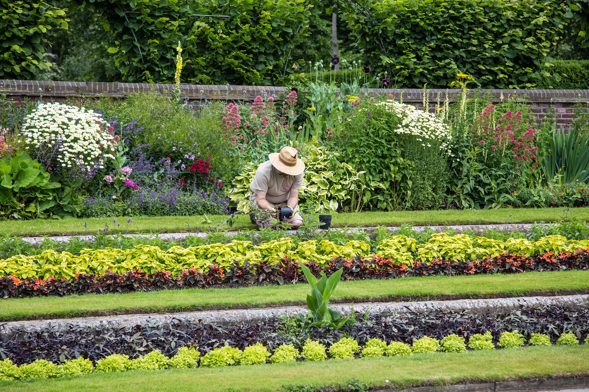 Millions of people love to garden as their pastime. The popular outdoor activity has many associated health benefits, but can also lead to back and joint pain. As you start your gardening this season, try these tips to prevent gardening pain.