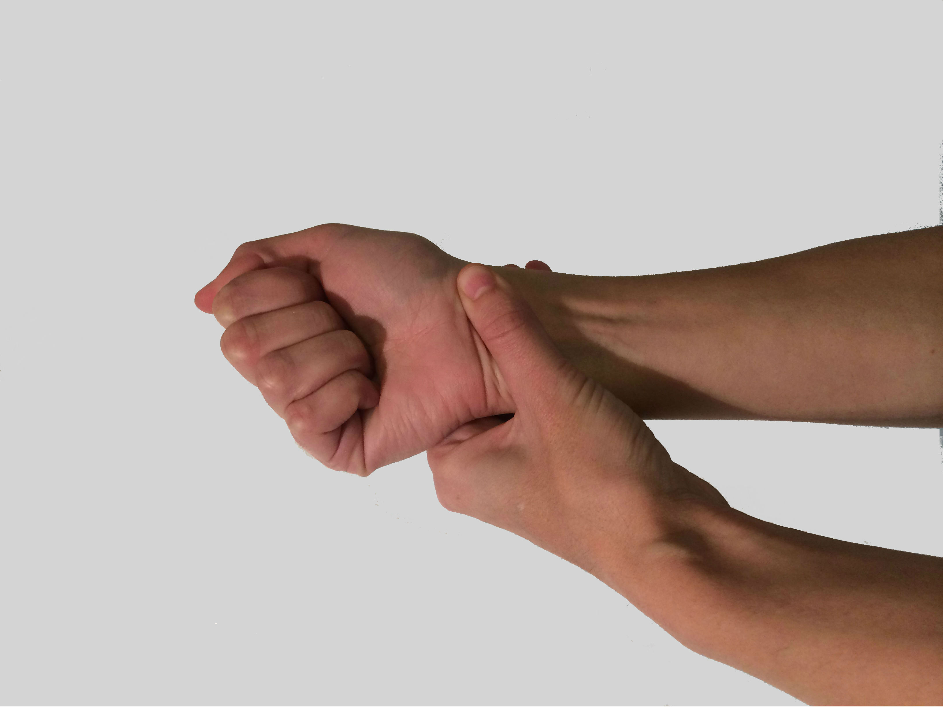 Most people assume that wrist pain is more problematic in age or due to an acute sports injury. Yet, it's becoming increasingly common in younger people because of smartphone usage and computers.